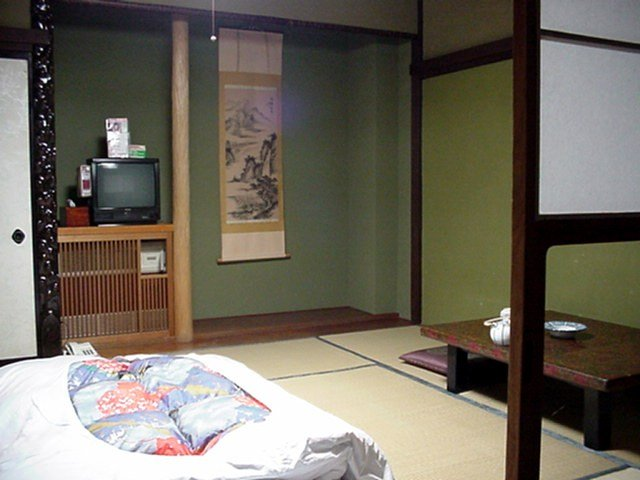 Tatami traditional japanese sleeping room for Japanese tatami room design